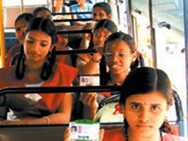 இலவச பஸ்பாஸ்: விவரங்களை ஆன்லைனில் சேகரிக்க பள்ளிகளுக்கு உத்தரவு