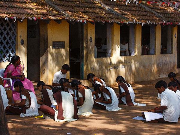 நம்புங்க... வெறும் 5 மாணவர்களுக்கு ஒரு ஆசிரியர்! இது ஒரு அரசுப் பள்ளியின் அவலம்!