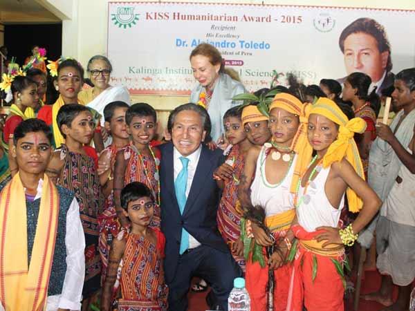 பெரு நாட்டின் முன்னாள் அதிபருக்கு விருது: கேஐஎஸ்எஸ் கல்வி நிறுவனம் வழங்கியது!