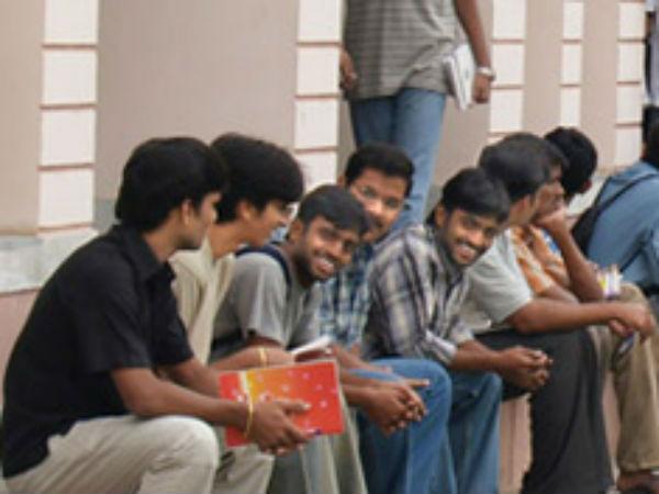 'நாடு முழுவதும் 8 லட்சம் என்ஜினீயரிங் படிப்புகள் காலி'