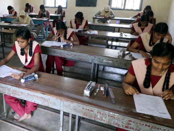 +2 தேர்வு முடிந்தது - கடைசித் தேர்வில் பிட் அடித்து 12 மாணவர்கள் சிக்கினர்