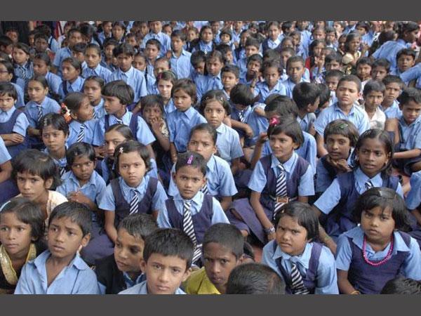 உத்திர பிரதேசத்தில் ஆதியின்  ஆங்கில புரட்சி ஆரம்பபள்ளிகளில் அசத்தல் ரேடியோ ஒலிபரப்பு