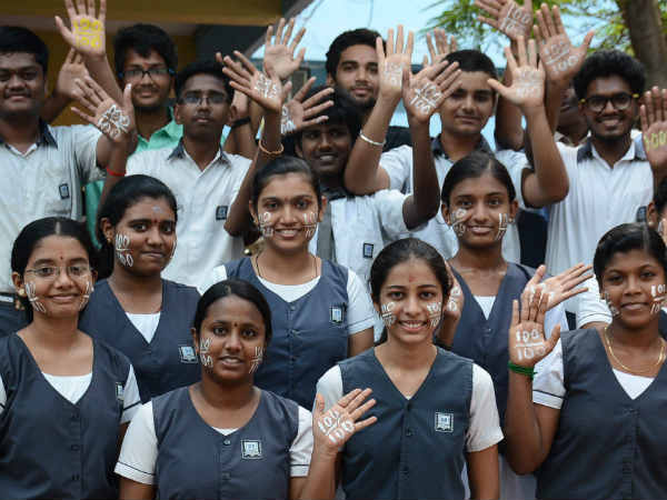 கல்வி நிறுவனங்களில் கண்காணிப்பு கேமாராக்கள் பொருத்த வேண்டும்
