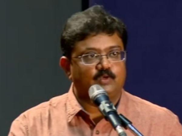 தமிழக பள்ளி கல்வித்துறை செயலர் இடமாற்றத்திற்க்கான அழுத்ததை மீறி ஆதரவு பெறுகிறார்