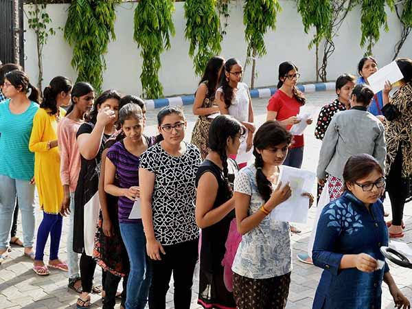 NEET 2020: 2020 நீட் தேர்வில் 1.5 லட்சம் மருத்துவர்கள் எழுதுகின்றனர்!