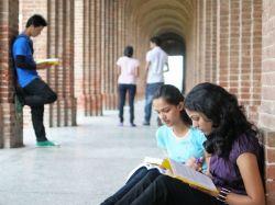 Indian Students Apply Us Visa 4 000 Make The Cut