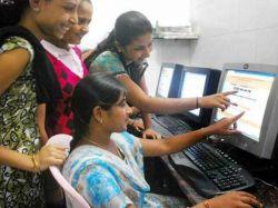 Delhi University 39 000 Students Register On First Day Admi