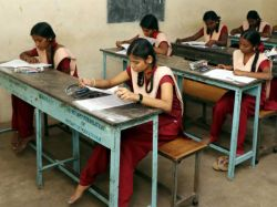 Tn School Education Department Order To Provide Hand Sanitisers For Students
