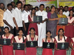 Lakh Students Will Get Free Laptops