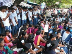 Sixth Day Of Students Protest Against Neet Exam